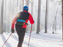 marcha nórdica en la nieve